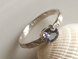 タンザナイト(非加熱)とダイヤモンドのリングの画像
