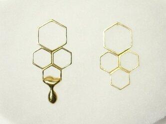 蜂蜜とろり 蜂の巣ピアスの画像