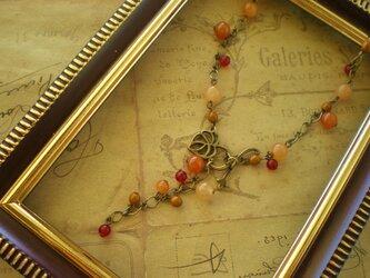 天然石カーネリアンの木の実のネックレスの画像
