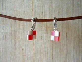 市松イヤリング red+whiteの画像