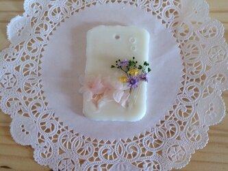 【メッセージ入れ可能】イランイランの香り アロマワックスサシェの画像