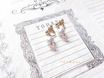 小花のイヤリングの画像
