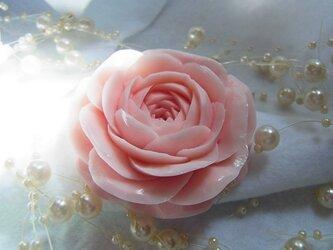ピンクのバラ一輪。 ソープカービングの画像