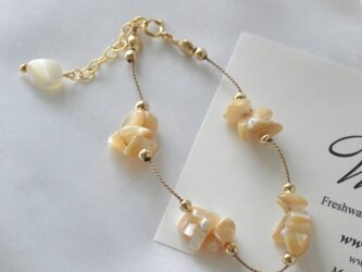 Mother of Pearl Braceletの画像