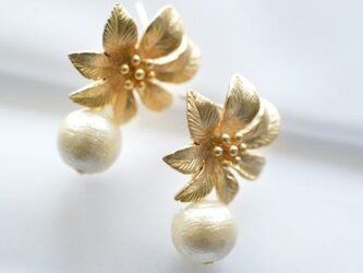 Cotton Pearl Flower Earringsの画像