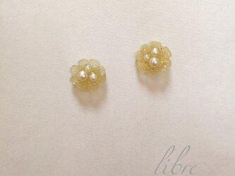 キラキラお花のピアス(ゴールド)の画像