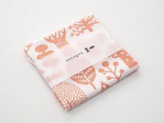 手刷り生地のハンカチ・お弁当包み「森」サーモンピンクの画像