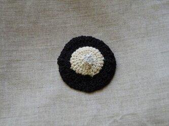 お花のニットブローチの画像