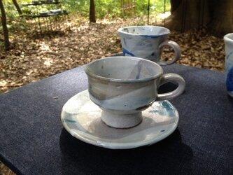 ベージュ刷毛目のカップ&ソーサーの画像