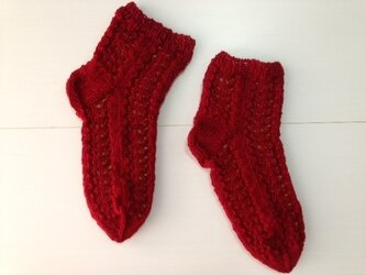 手編み靴下・透かし編み赤の画像
