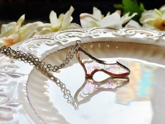 ステンドグラス ガラスの靴のネックレス~虹色~の画像