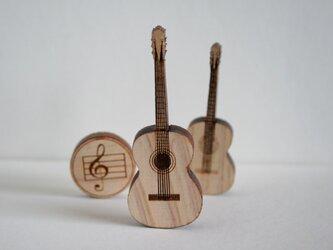 ブローチ music (ギター w/string) Lサイズの画像