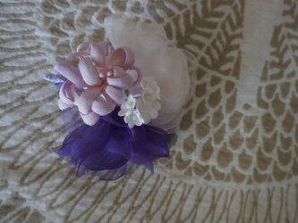 紫のコサージュ・Bの画像