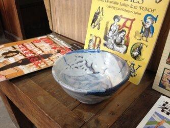藁灰釉のどんぶり(オリーブの葉っぱ柄)の画像
