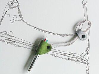 ストラップ付ペンホルダー〈グリーン〉の画像