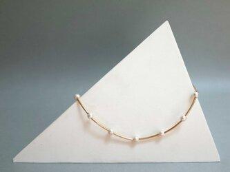 再2:コットンパールと細チューブのネックレス<ホワイト×ゴールド>の画像