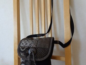 裂き織りと大島紬のパッチワークポシェット(ふた付き)中の画像