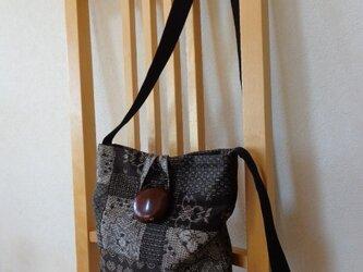 裂き織りと大島紬のパッチワークポシェットの画像