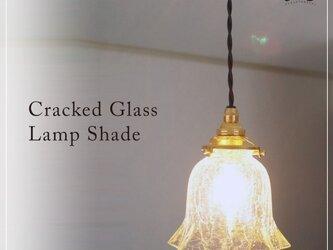 クラックガラスのペンダントライトの画像