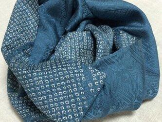 絞り着物リメイクマフラー 青系の画像