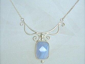 ブルーレースのネックレスの画像