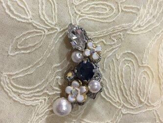 イヤーカフ♡ミニ(白い小花とモンタナ)の画像