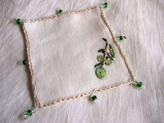 リネンの刺繍のコースターの画像