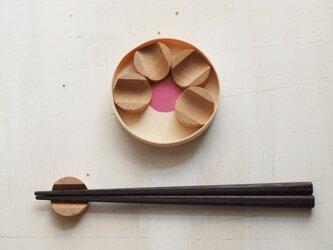 箸置き 梅花 ケヤキ材の画像