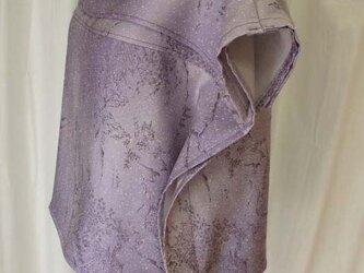パープルが粋な絹のトップスの画像
