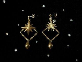 星方形の耳飾りの画像