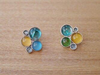 ブルートパーズとマルチカラーガラスのイヤリングの画像