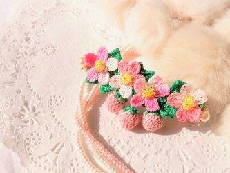 再販☆レース編みの桃色いちごのバレッタBの画像
