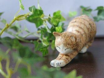猫の置物 のびのび チャトラ(マット釉)の画像