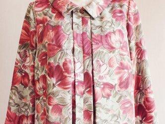 花柄の七分袖ショールカラーブラウス_0003の画像