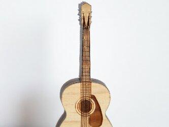 ブローチ music (ギター 弦&ピックガード)Lサイズの画像