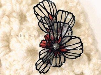 切り絵花のイヤーカフ(撫子•紅)の画像