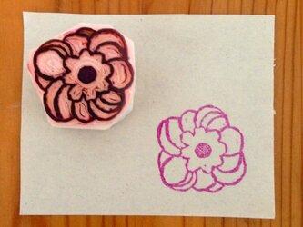 丸いお花の消しゴムはんこの画像