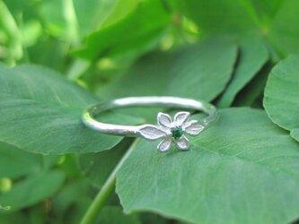小花の天然石ピンキーリングの画像