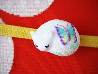 眠り猫の帯留め(蝶)soldの画像