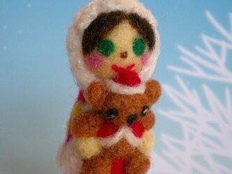 ■羊毛フェルトベアを抱っこしたクリスマスマトリョーシカストラップの画像