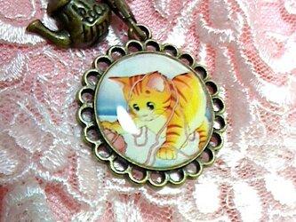 アンティークなレジンストラップ(子猫ver)の画像