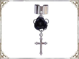 ゴシック・ゴスロリ・パンク系薔薇&十字架のイヤーカフス銀黒の画像