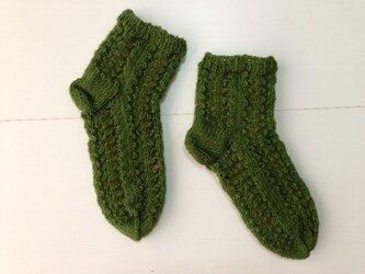 手編み靴下・透かし編み緑の画像