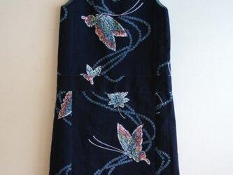 綿 紺色 水玉蝶 Vネック ノースリーブワンピース Mサイズの画像