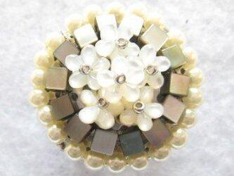 紫陽花の帯留・白の画像