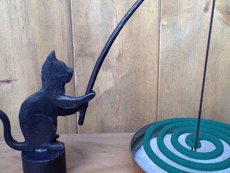 釣り猫の蚊遣りの画像
