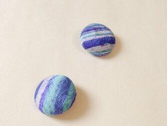 絹手染くるみボタン(18mm 薄緑紫)の画像