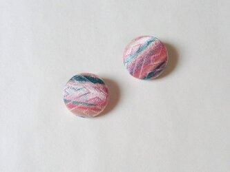絹手染くるみボタン(18mm ピンク水色光沢)の画像