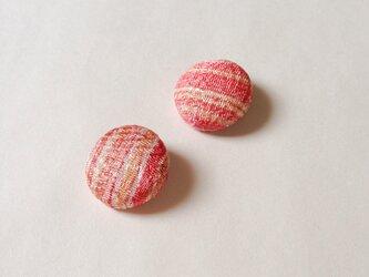 絹手染くるみボタン(18mm 淡赤系)の画像