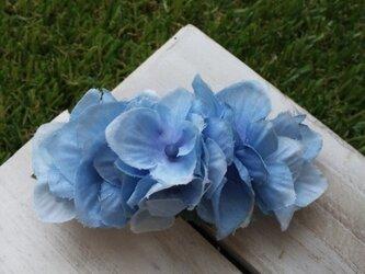 ブルーアジサイのバレッタ(造花)の画像